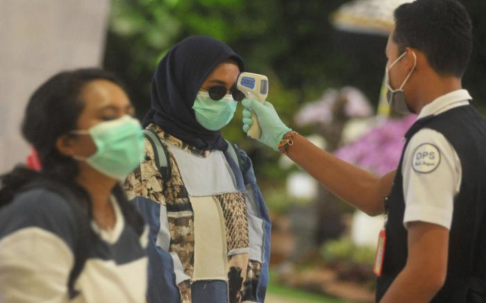 В крупнейшей мусульманской стране - рекордный рост числа случаев COVID-19